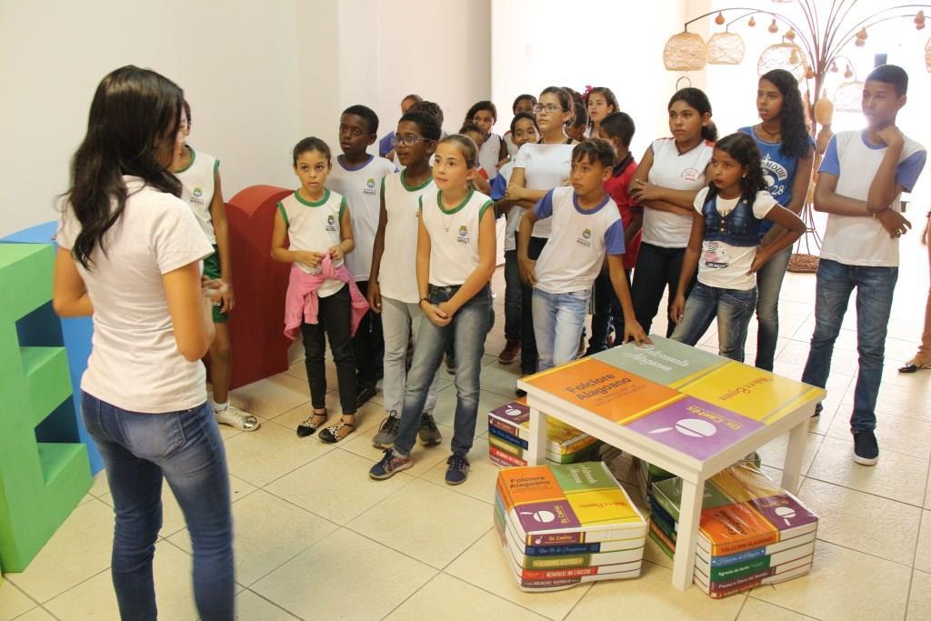 Cidadania e Justiça leva crianças de escola pública para conhecer biblioteca estadual