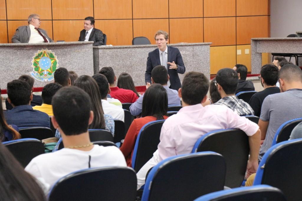 Esmal inova e leva treinamento de aprovados para estágio em Direito para Arapiraca