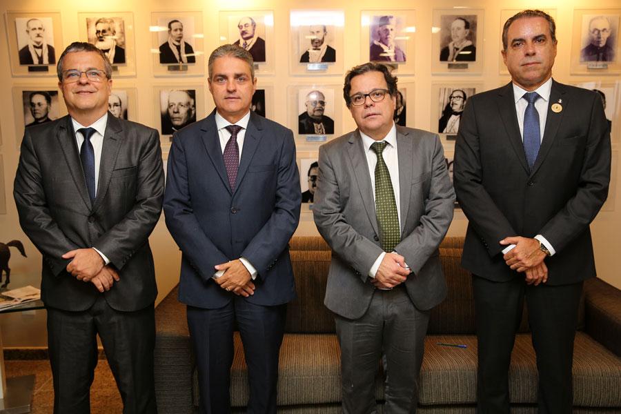 José Miranda, Maurício Brêda, Tutmés Airan e João Dirceu, após a posse no gabinete da Presidência.