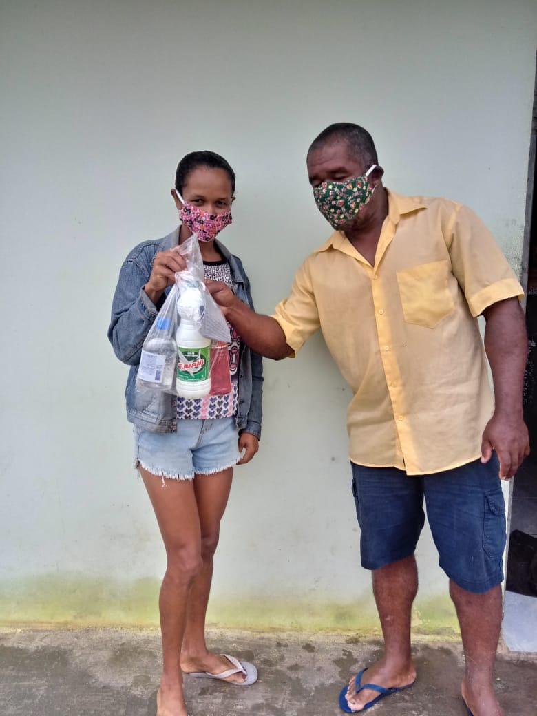 Entrega de kits de higiene no Quilombo Tabacaria, em Palmeira dos Índios.