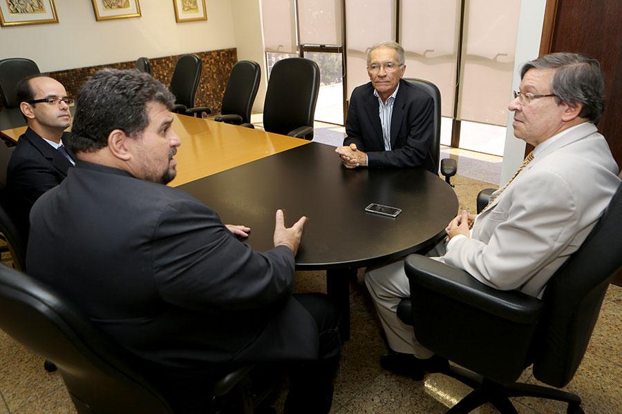 Presidente do TJ/AL, João Luiz Azevedo Lessa, reúne-se com diretores da Associação dos Notários e Registradores de Alagoas (ANOREG/AL)