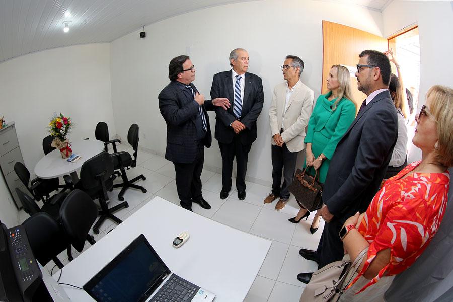 Desembargadores Tutmés Airan e Celyrio Adamastor; diretor Vitor José; juízes Juliana Batistela e Sandro Augusto.