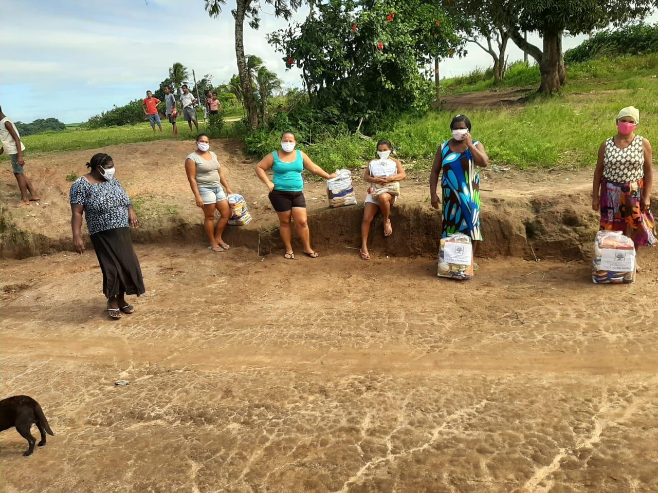 Entrega das cestas básicas no Quilombo Jaqueira, em Anadia.