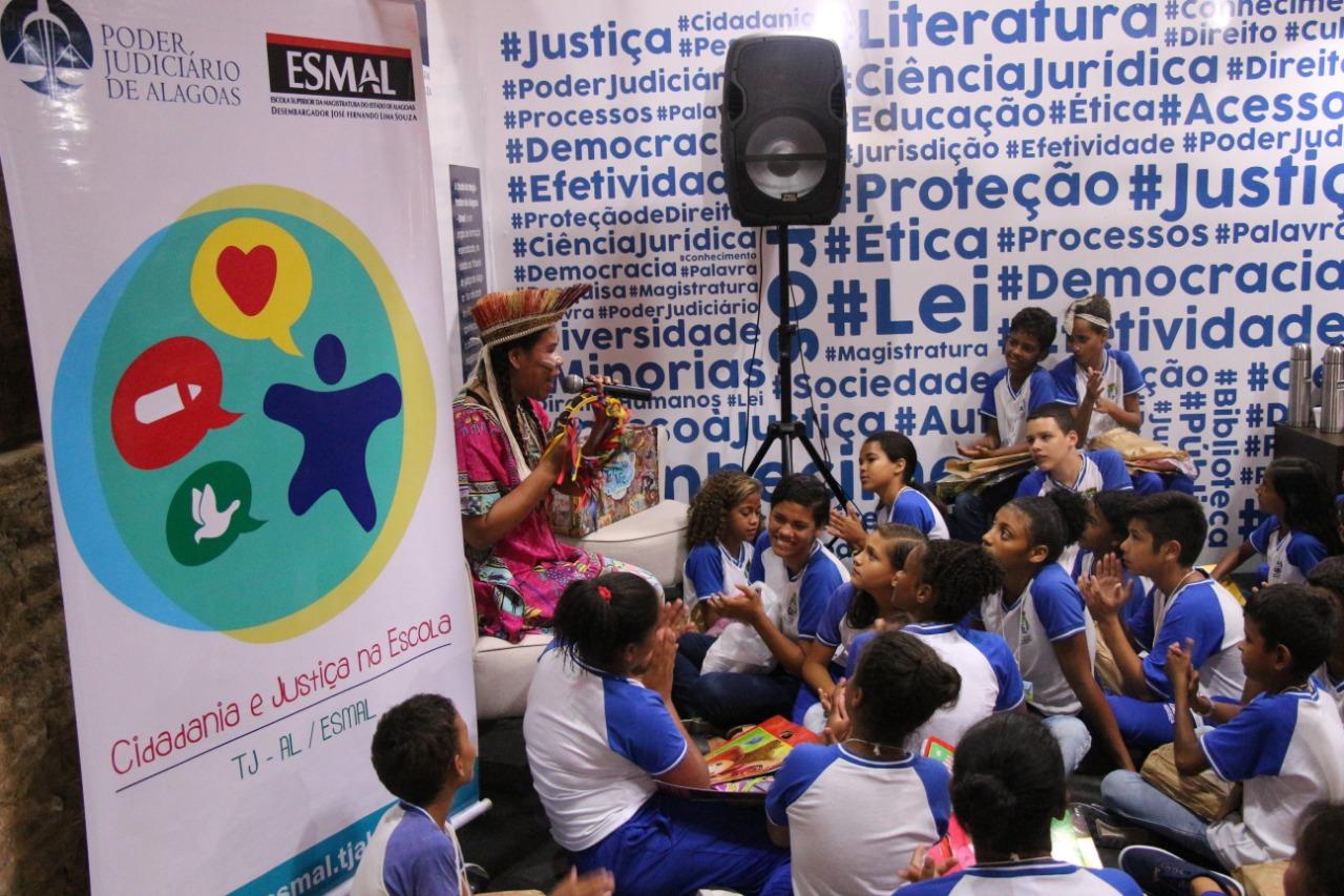 Estudantes da Escola Municipal Brandão Lima participaram da ação.