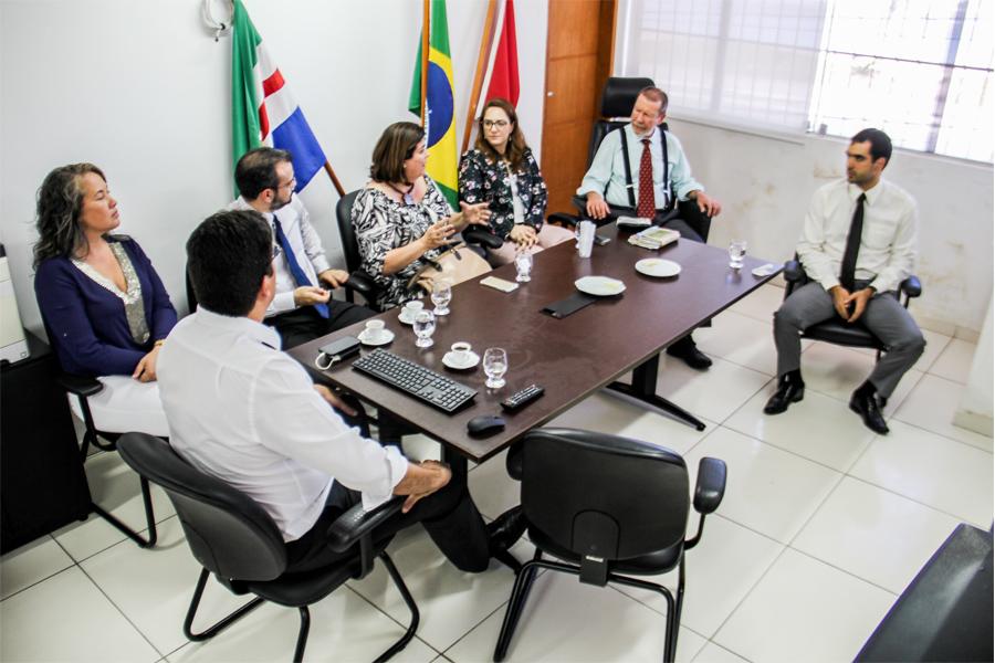 Corregedor e juízes auxiliares deram sugestões para aprimoramento do sistema (Foto: Vítor Menezes)