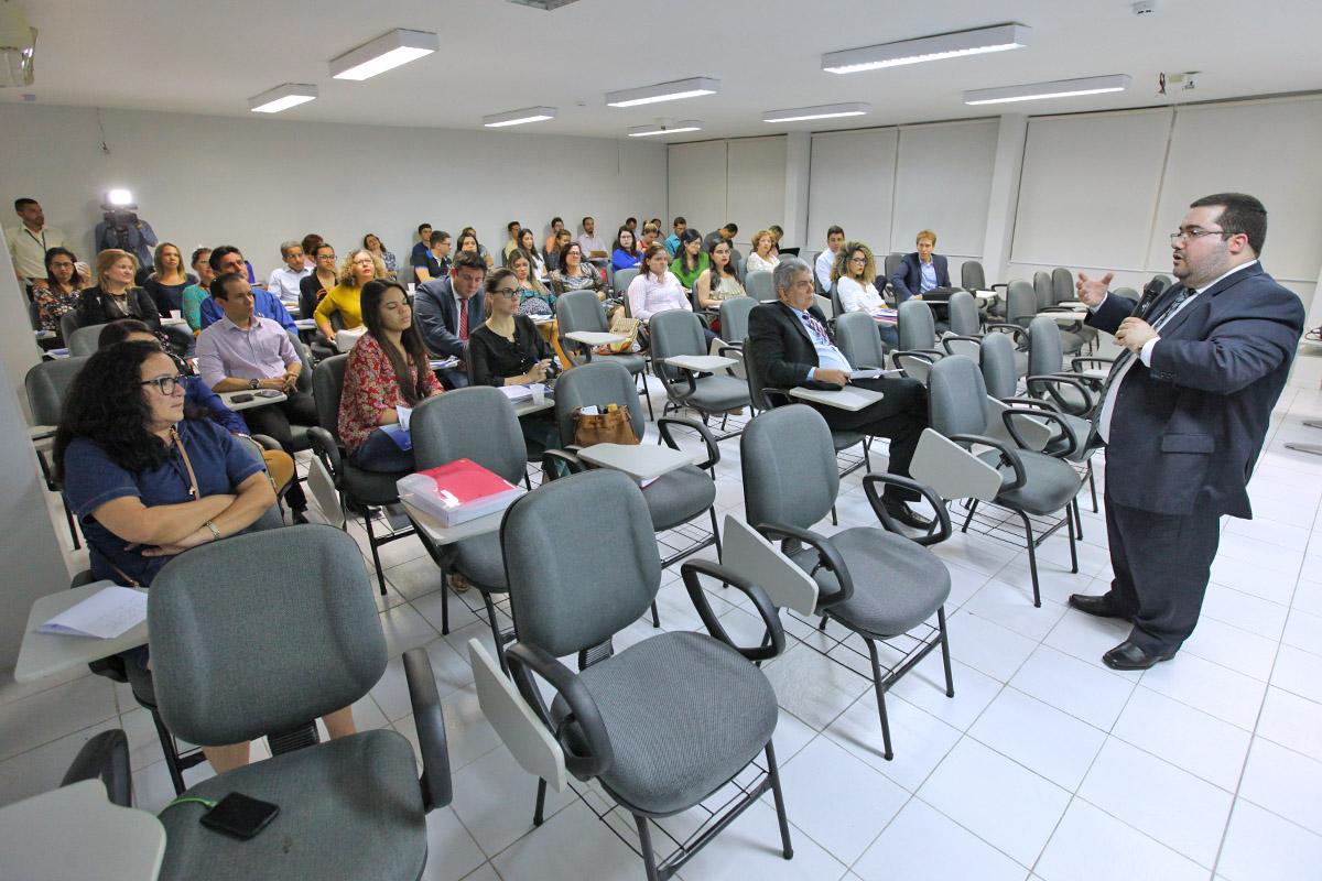 Roberto Paulino de Albuquerque foi um dos palestrantes do primeiro dia do curso. Foto: Itawi Albuquerque