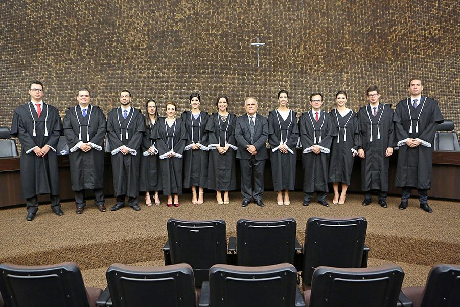 Os magistrados foram empossados em solenidade no dia 4 de abril.