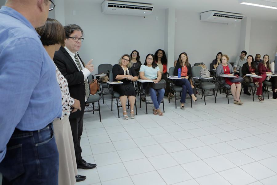 Tutmés Airan conversou com os participantes sobre a importância da mediação e conciliação.