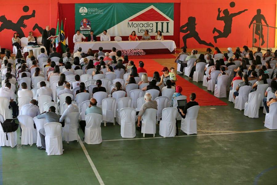 150 famílias de Mar Vermelho receberam o registro de suas casas, nesta quinta-feira (6).