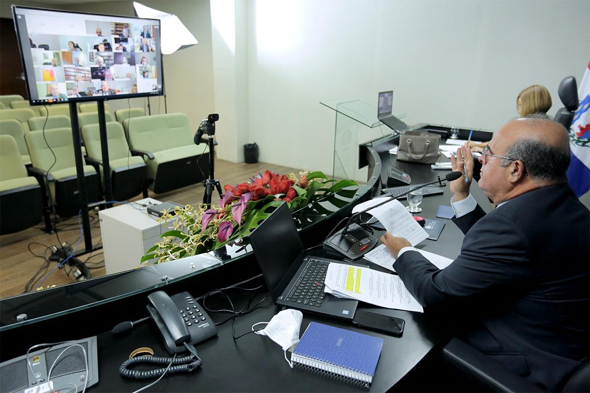 Presidente do CCOGE, desembargador Fernando Tourinho, em diálogo com corregedores. Foto: Itawi Albuquerque