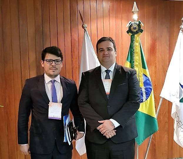 O juiz André Parizio e o servidor Ewerton Gabriel Protazio participaram do encontro.