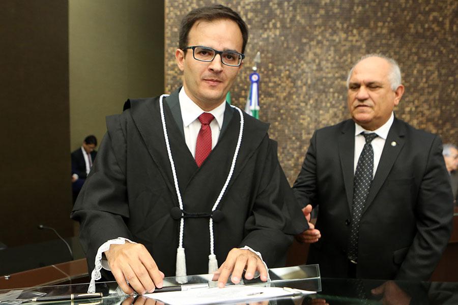 Juiz Lisandro Suassuna de Oliveira.