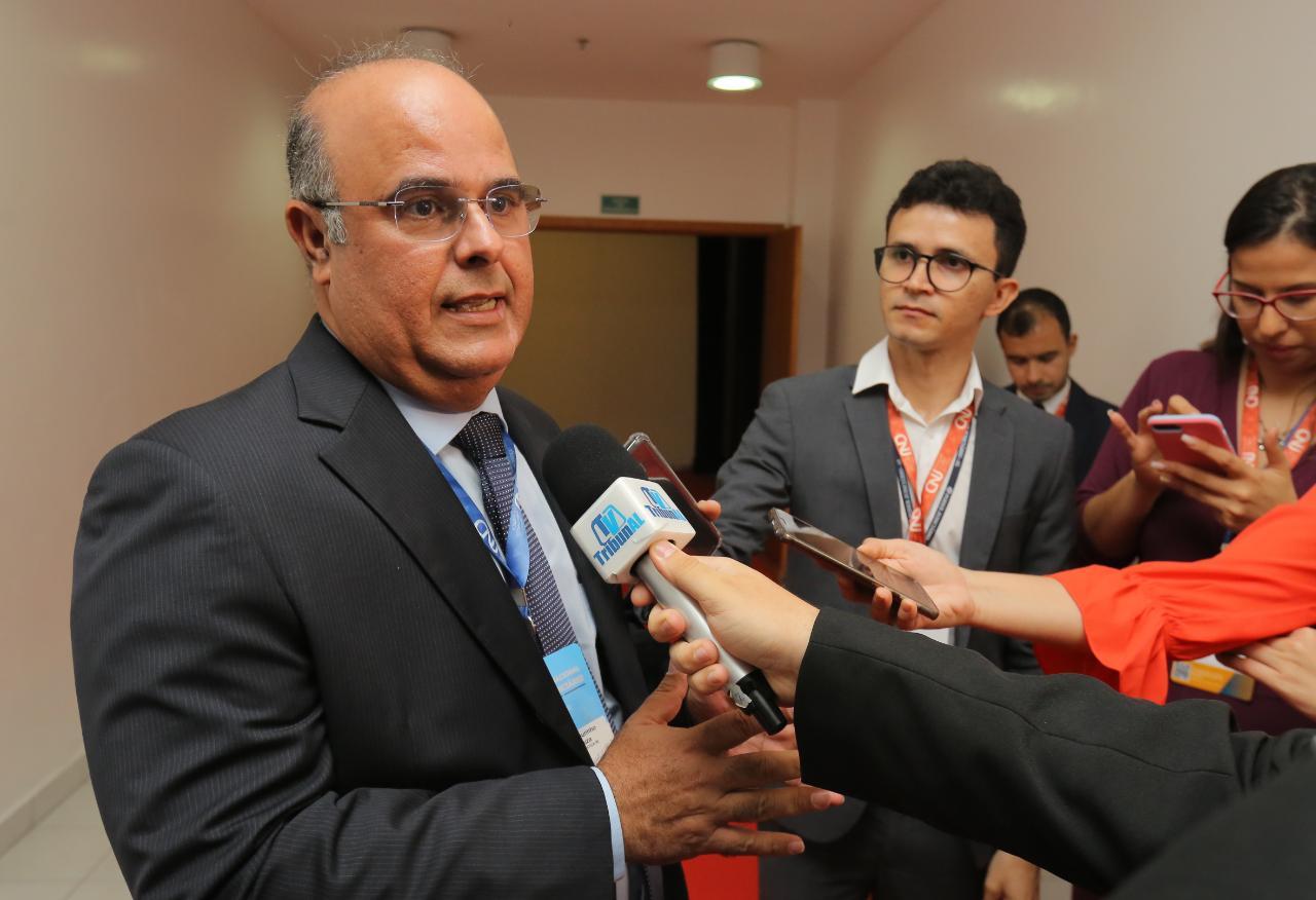 Corregedor do TJAL, desembargador Fernando Tourinho, em entrevista à TV Tribunal / Foto: Itawi Albuquerque