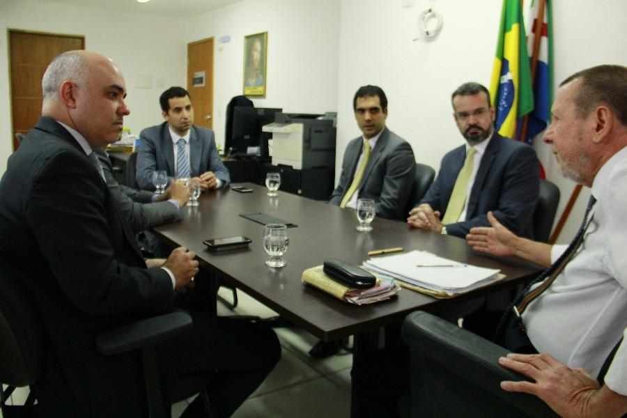 Durante reunião, ficou definido que Prefeitura vai apresentar minuta de projeto sobre o tema
