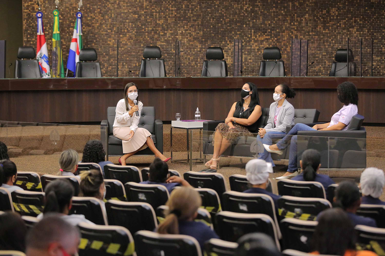 Roda de conversa no TJAL orienta sobre tipos de violência contra a mulher