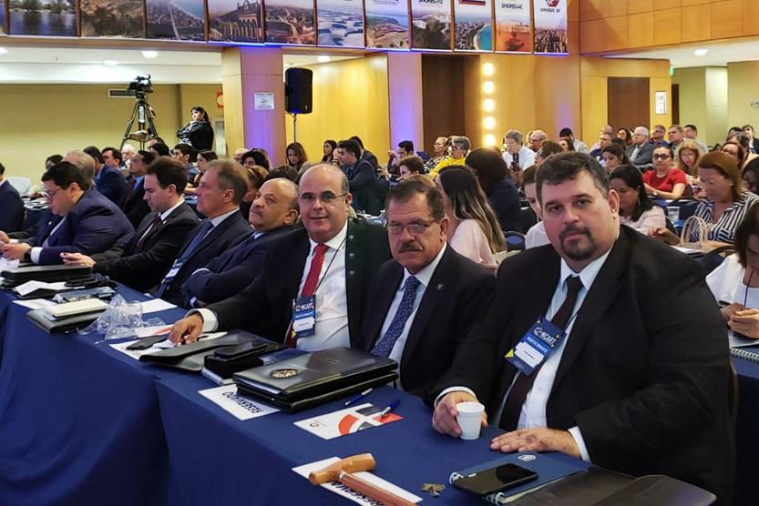 Corregedor Fernando Tourinho, ministro Humberto Martins e Rainey Marinho, presidente da Anoreg/AL. Foto: Cortesia
