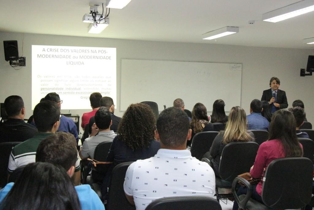 Juiz Alberto Jorge Correia ministrou aula sobre Deontologia do Serviço Público.
