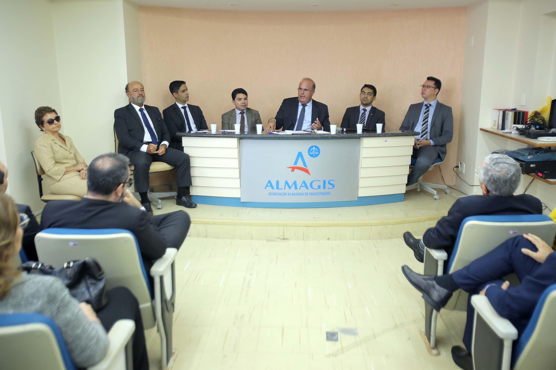 Corregedor Fernando Tourinho e representantes da Almagis. Foto: Itawi Albuquerque