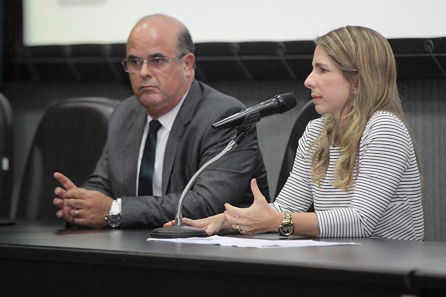 Fernando Tourinho, diretor-geral da Esmal; e Luciana Raposo, coordenadora de Cursos para Servidores.