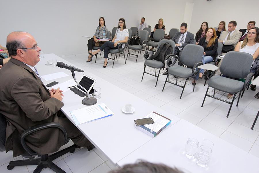 Fernando Tourinho, diretor da Esmal, recebeu os novos magistrados na aula inaugural do curso de formação.