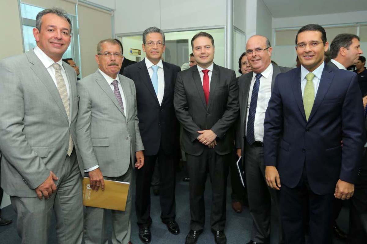 Autoridades reunidas para homenagear os ministros do STJ. Foto: Itawi Albuquerque