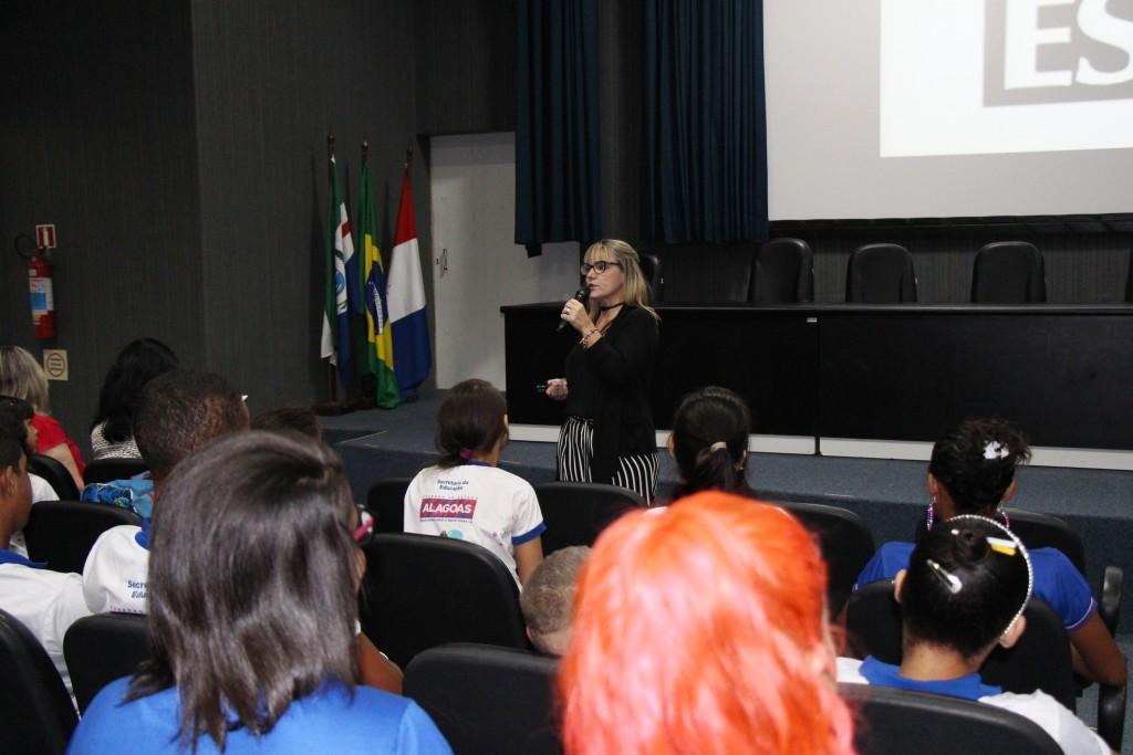 Ivana Atanásio ilustrou a explicação sobre o Estatuto do Idoso contando situações reais.