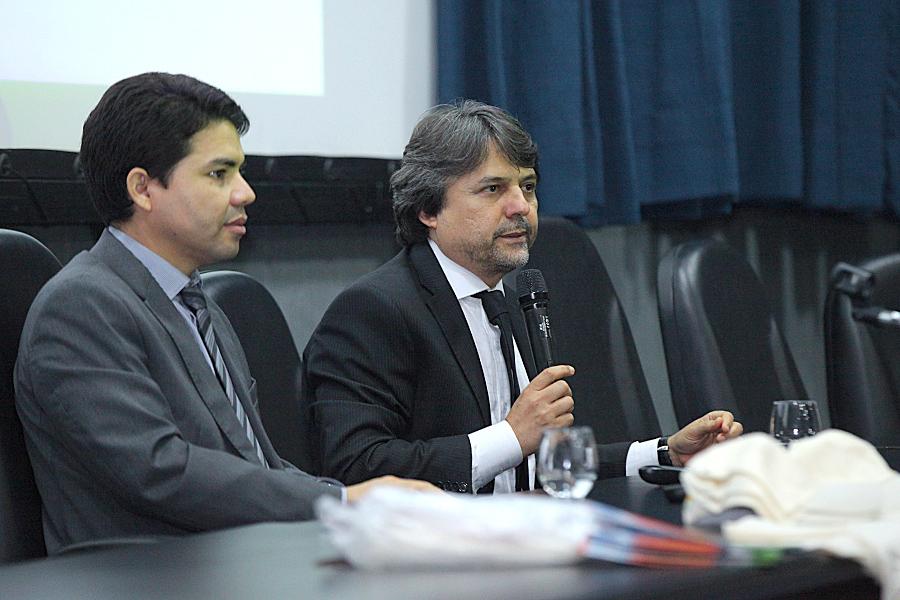 Magistrados Hélio Pinheiro e Alberto Jorge realizam a abertura do encontro. Foto: Itawi Albuquerque