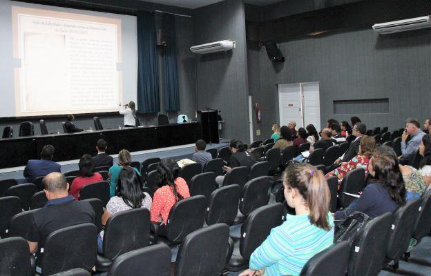 Alessandra Dósea, do TJSE, proferiu palestra sobre os desafios para a concretização do acesso aos Arquivos de Justiça.