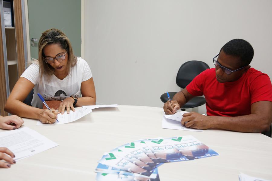 Newton e Daniele  fecharam acordo no último dia do mutirão organizado pelo Nupemec / Foto: Caio Loureiro