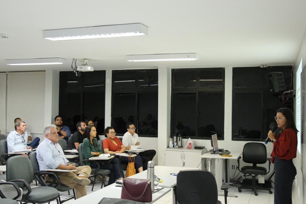 Juíza Eliana Machado ministrou aula para os servidores.