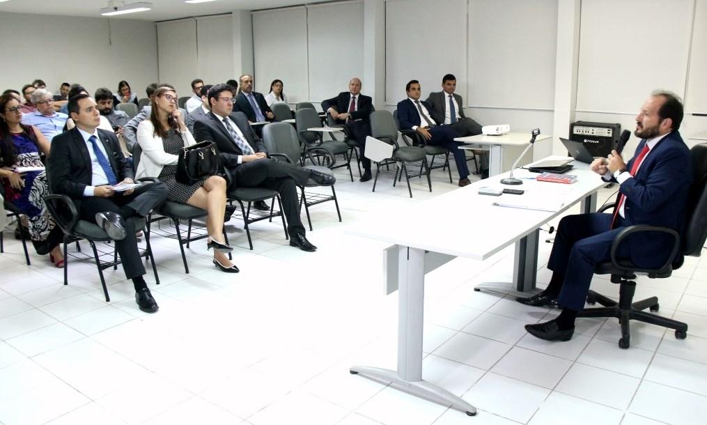 Juiz Paulo Furtado ministrou palestra, nesta terça-feira (16), na Esmal.