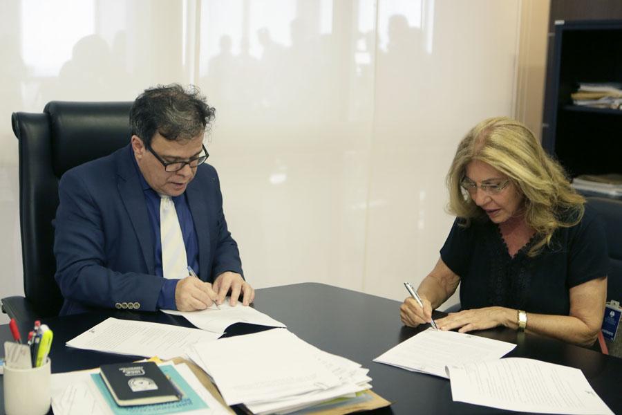 Acordo foi assinado pelo presidente do TJAL, Tutmés Airan, e pela diretora Sheila Maluf, da Diteal.