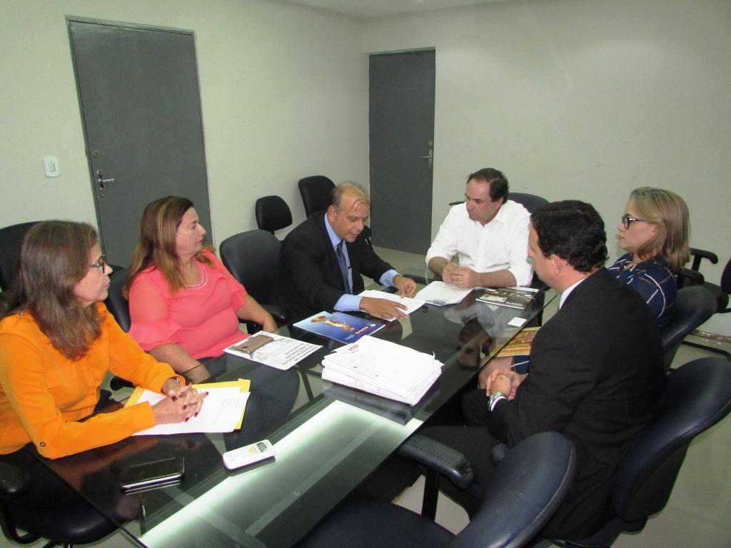 Equipes de trabalho discutiram ações para fortalecer os vínculos entre as instituições.