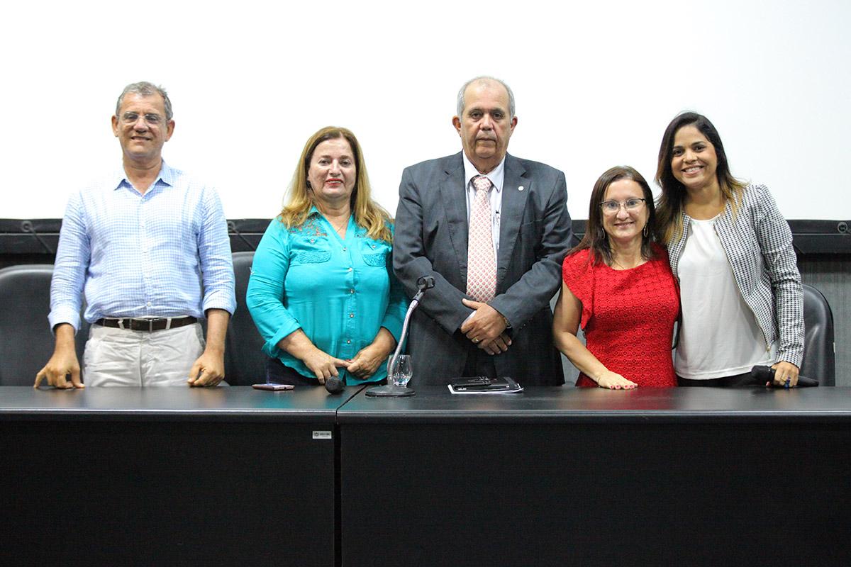 Urânio Paiva, Noélia Costa, Celyrio Adamastor, Fátima Alécio e Fabiane Carvalho. Foto: Itawi Albuquerque