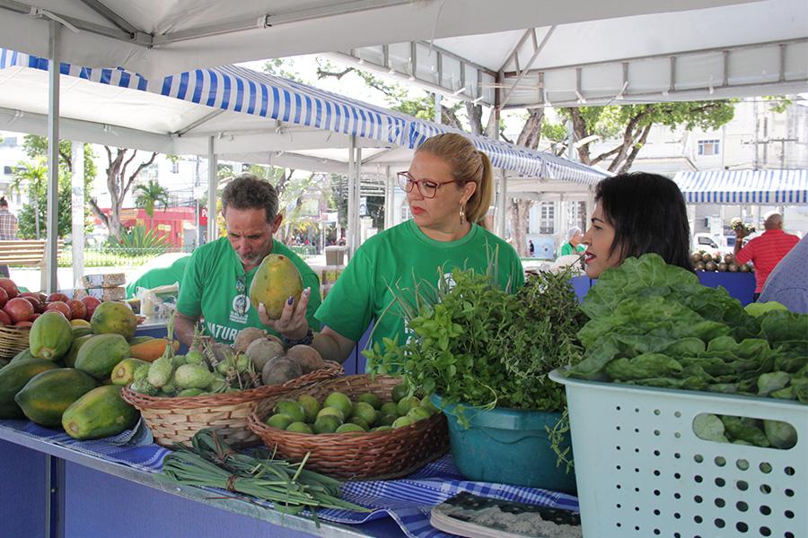 Servidoras em visita à Feira Agroecológica do TJAL, em junho.