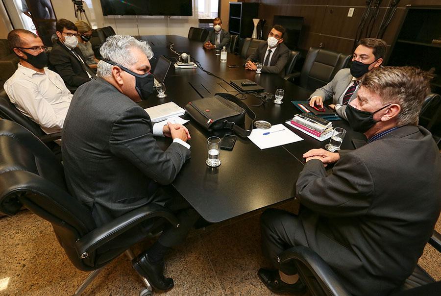 Klever Loureiro debateu pontos do convênio com a Ufal em reunião nesta quarta-feira (10).