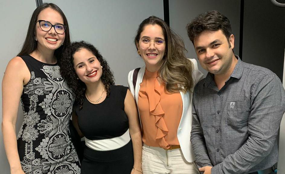 Integram a equipe fixa do programa as analistas judiciárias Andréa Santa Rosa, Danielle Lins e Fernanda de Goes; e o assessor Maicon Cavalcante.