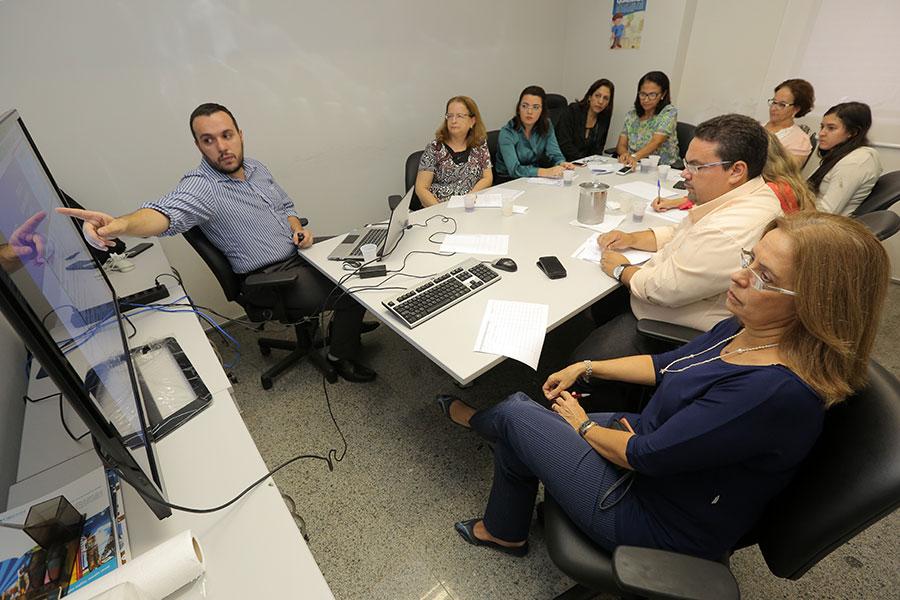 Servidores receberam orientações de consultor Thiago Evangelista.