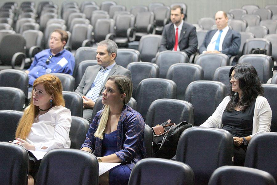 Juízes participam de seminário sobre audiências de custódia na Esmal.