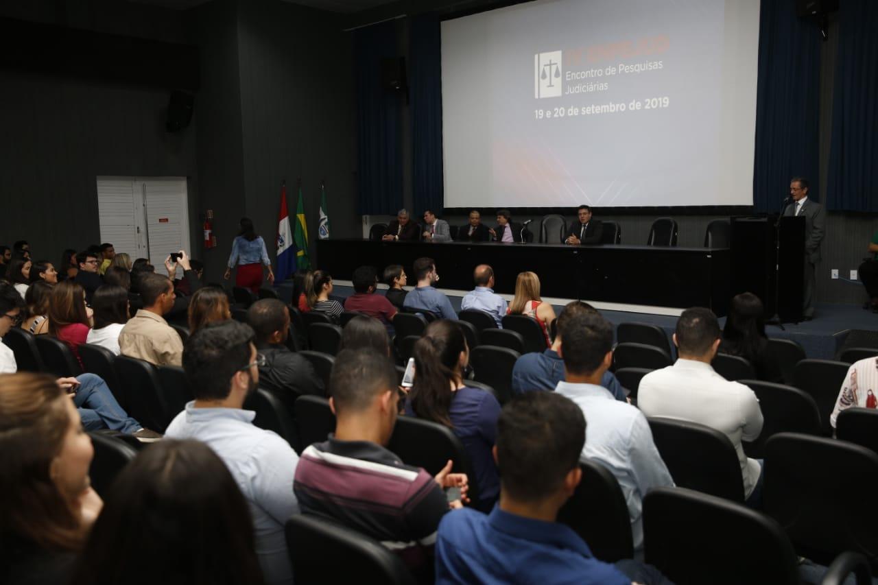 Desembargador Fábio Bittencourt destacou a importância do evento para a pesquisa científica na área do Direito. Foto: Caio Loureiro