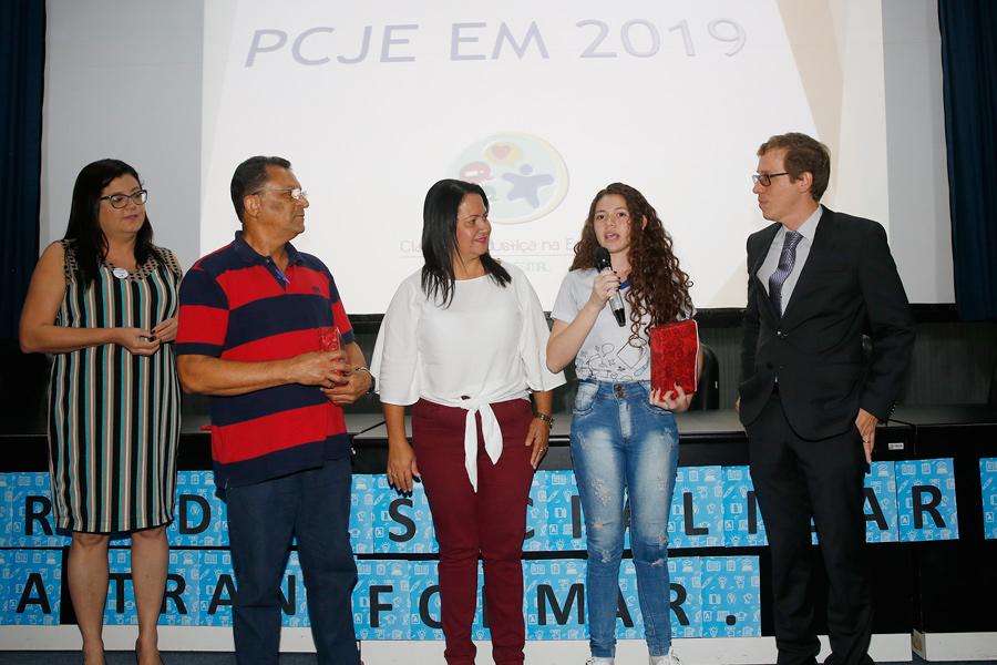Danyelle Oliveira, de 15 anos, ficou em primeiro lugar entre os estudantes do 1º ano da rede estadual.