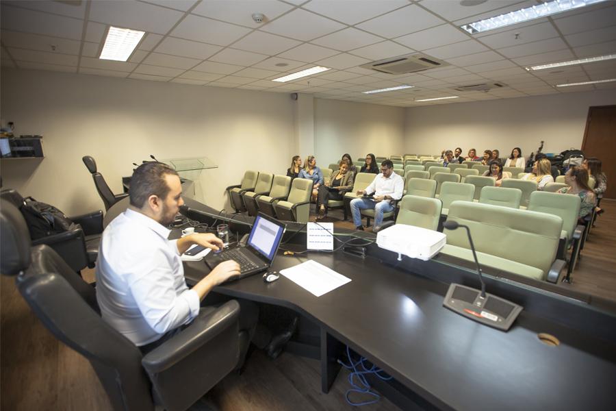 Validação realizada nesta sexta-feira com o consultor Thiago Evangelista e os gabinetes dos desembargadores. Foto: Vitor Menezes.