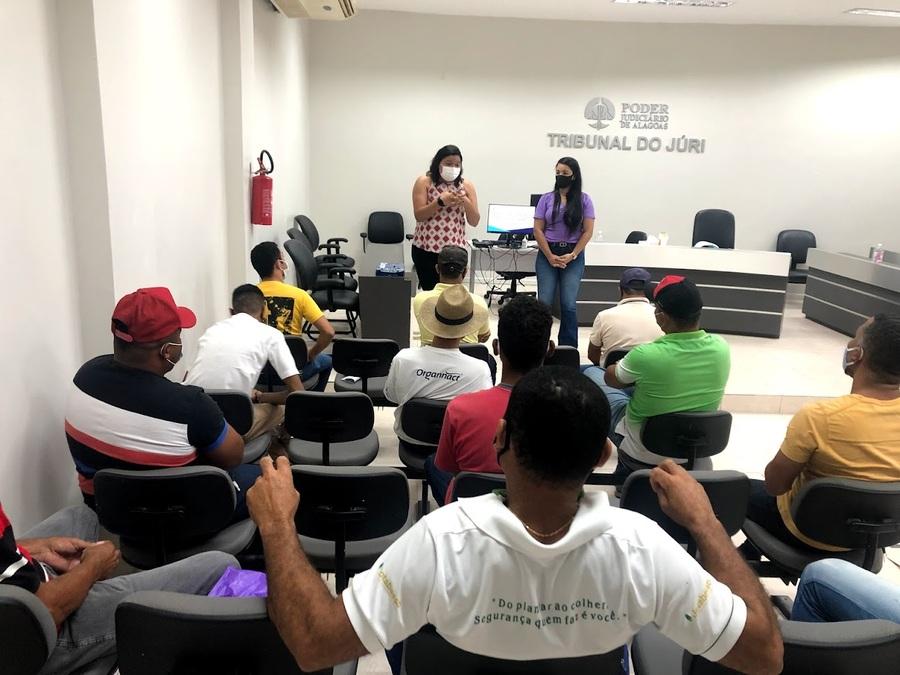 Primeira reunião do grupo reflexivo ocorreu nesta sexta (24), no Fórum de Viçosa.