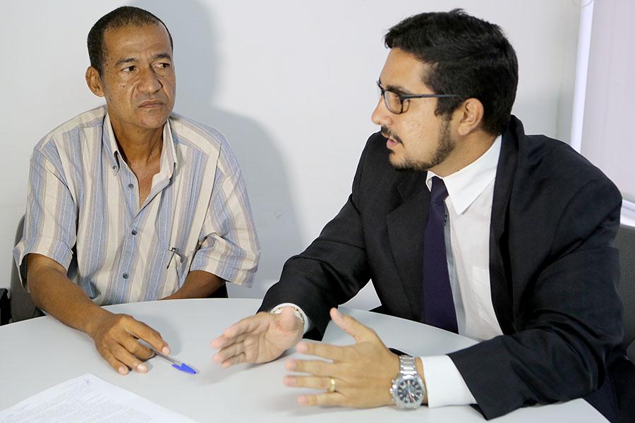 Advogado Samir Madeiro e Francisco Manoel Filho durante audiência de conciliação.