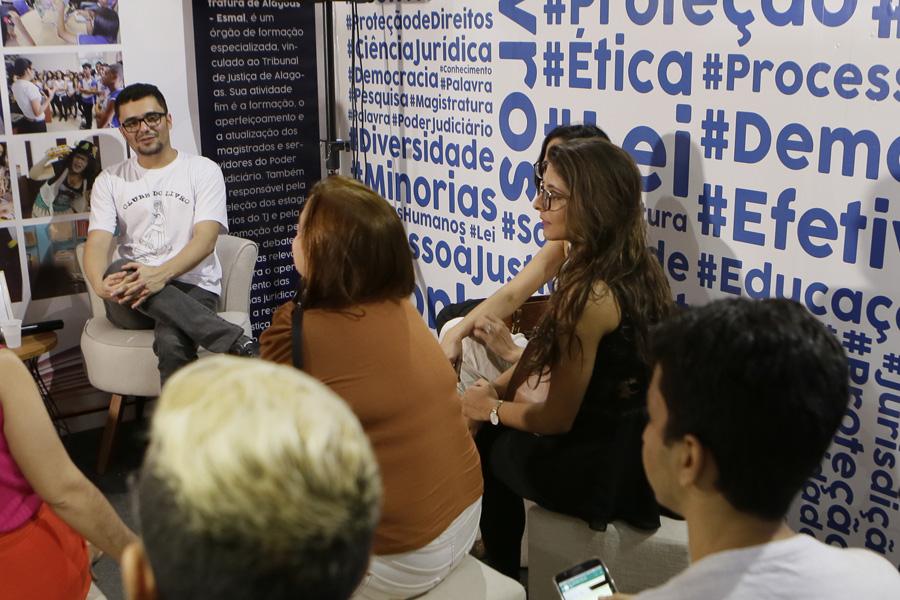 Servidor Gustavo Tenório também é mediador do Clube do Livro da Esmal. Foto: Anderson Moreira