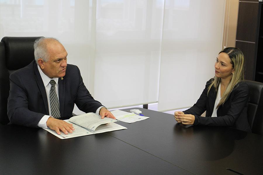 Presidente Otávio Praxedes e a prefeita Fernanda Cavalcanti durante reunião na Presidência do TJAL. Foto: Isaac Neves