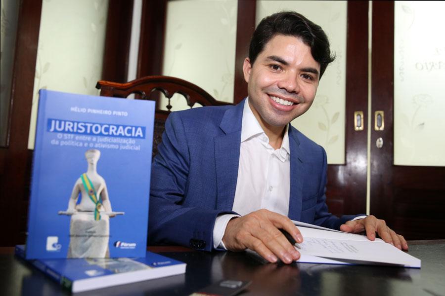 Hélio Pinheiro Pinto havia exercido, anteriormente, o cargo de coordenador de projetos especias da Esmal.