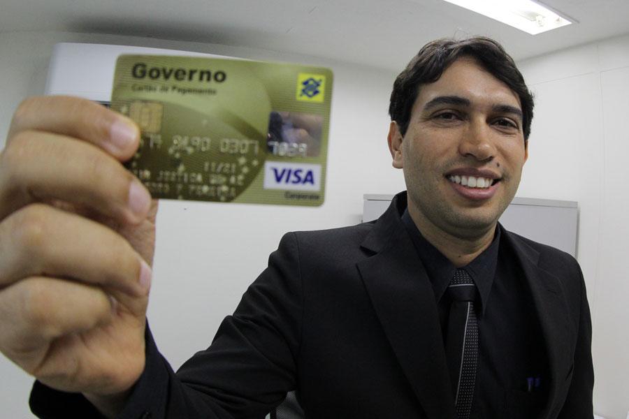 Diretor Leandro Fontes resolve pequenas demandas com cartão de suprimento de fundos / Foto: Maikel Marques