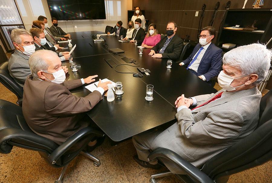 Presidente Klever Loureiro e desembargador Celyrio Adamastor receberam representantes do CNJ.