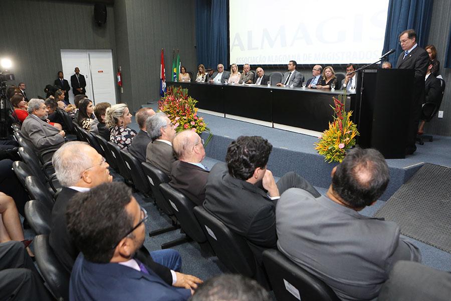 Solenidade de posse ocorreu no auditório da Esmal, nesta segunda-feira (9).